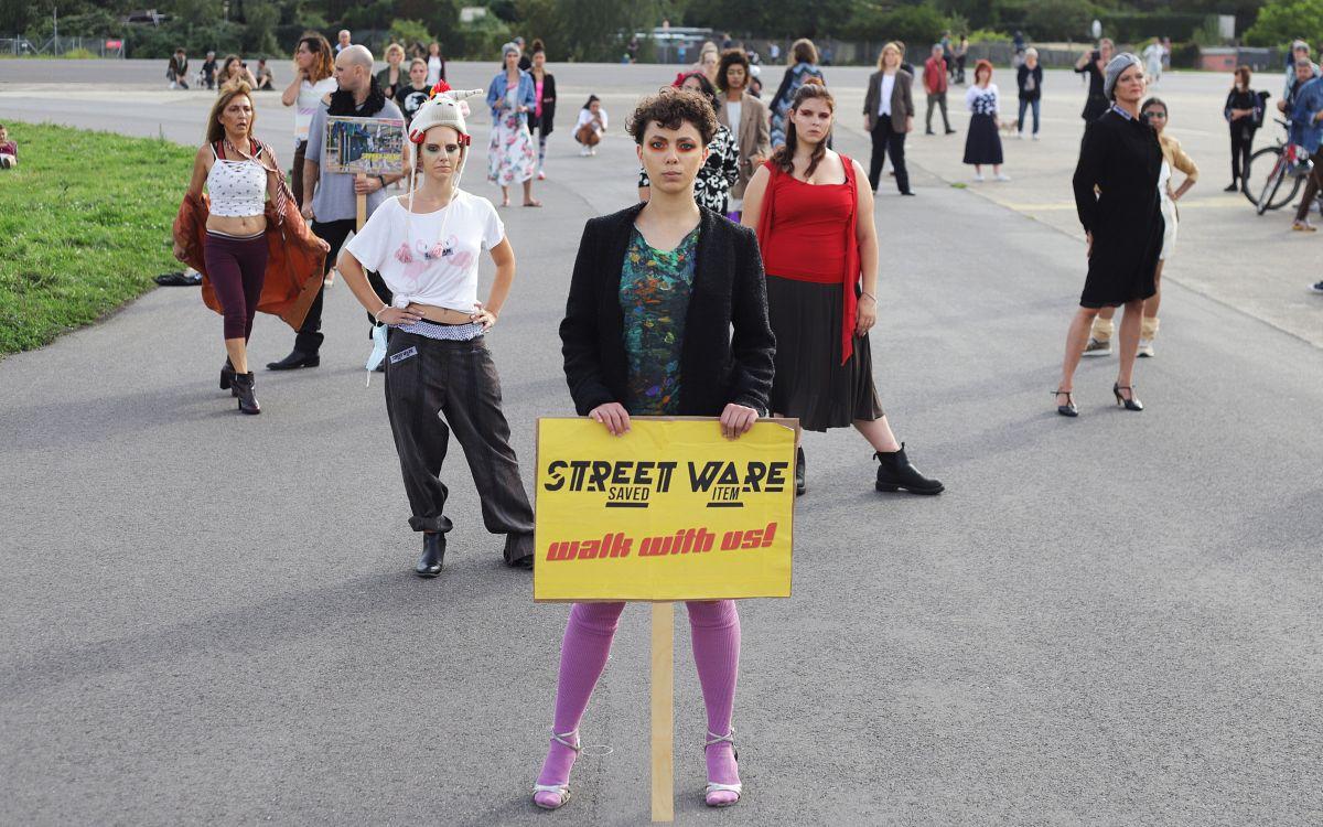 Annelie | Deborah Klassen | Aliyah Iffli | Nazanin Shamloo |  Nomadin der Lüfte  & Catwalk-Ensemble © Paolo Gallo
